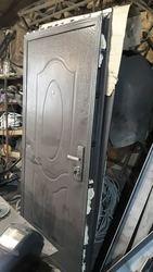 Дверь,  металлическая дверь,  входная дверь. Производство Китай. БУ . В